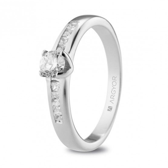 Anillo de platino con 9 diamantes 0.54ct (74B0105)