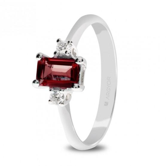 Anillo de oro blanco con 2 diamantes y rubí rectangular (0517005R)